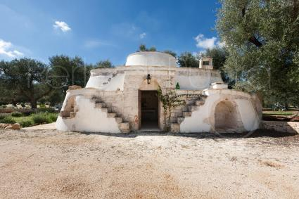 The outbuildings are in the trulli: double bedroom and bathroom with shower