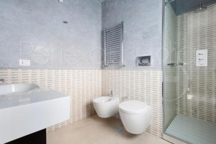 bathroom with shower on the first floor