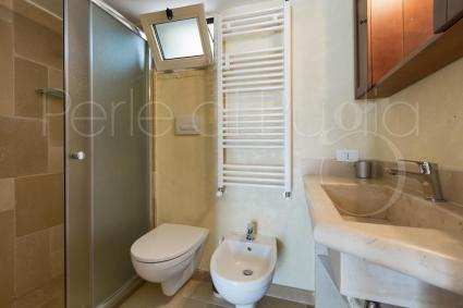 Bagno doccia en suite nel secondo trullo
