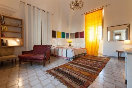 Il loft open space arredato con raffinatezza e buon gusto