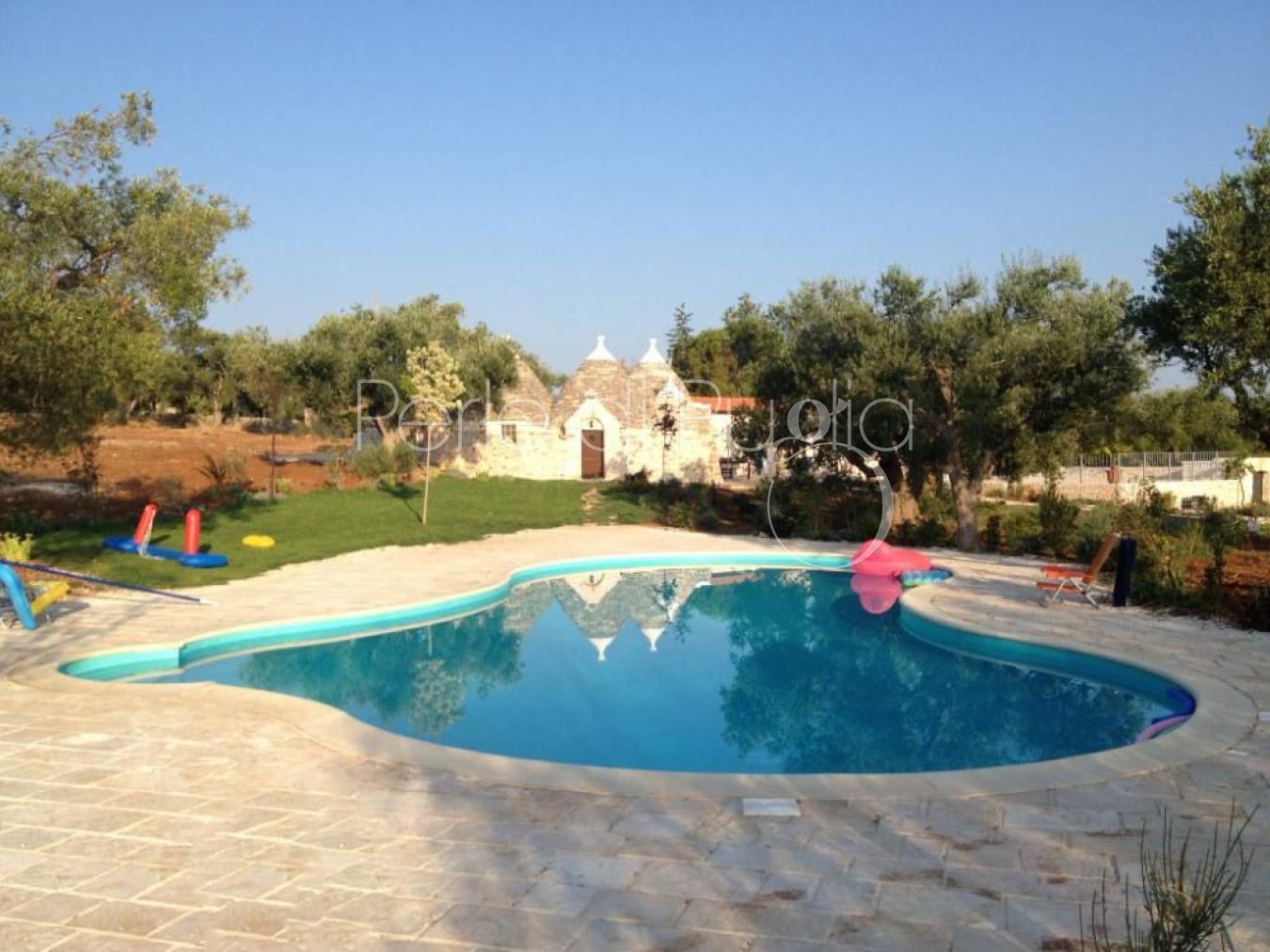 Trulli con piscina nelle campagne di castellana grotte - Piscina naturale puglia ...