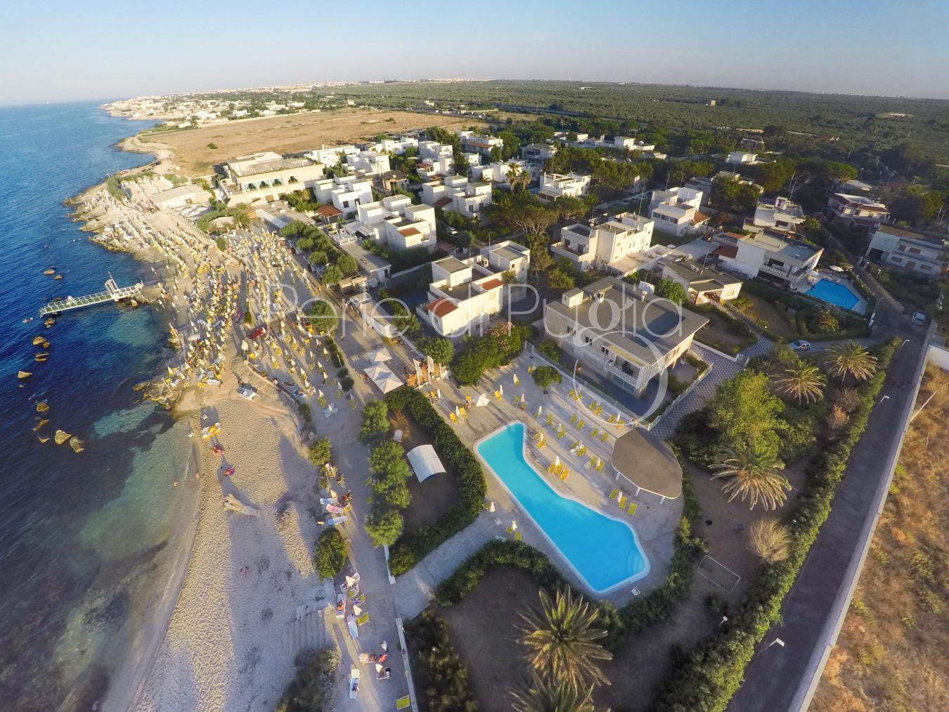 Casa vacanze con giardino e piscina sul mare di giovinazzo residence marea bilo a - Residence puglia mare con piscina ...