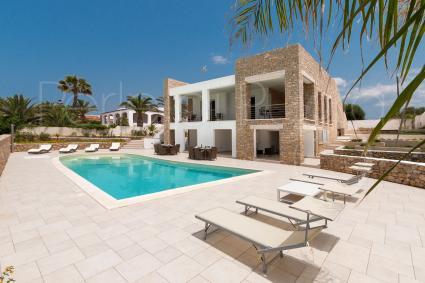 Villa con piscina vicino al mare nel salento villa ametista - Ville in affitto al mare con piscina ...