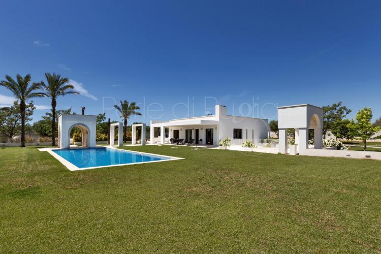 Villa di lusso con piscina a trepuzzi villa kelya - Piscine a lecce ...