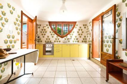 Cucina, ampia e luminosa, del piano terra