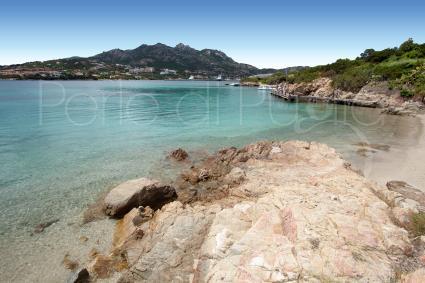 Una delle belle spiagge di Porto Cervo, famosa meta vacanze in Sardegna
