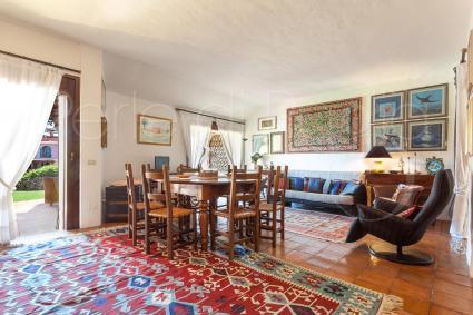 Elegante e raffinato è l`arredo della villa per vacanze in affitto in Sardegna