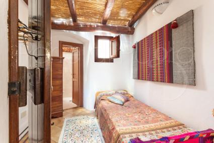 La zona notte della casa in affitto offre fino a 10 posti letto