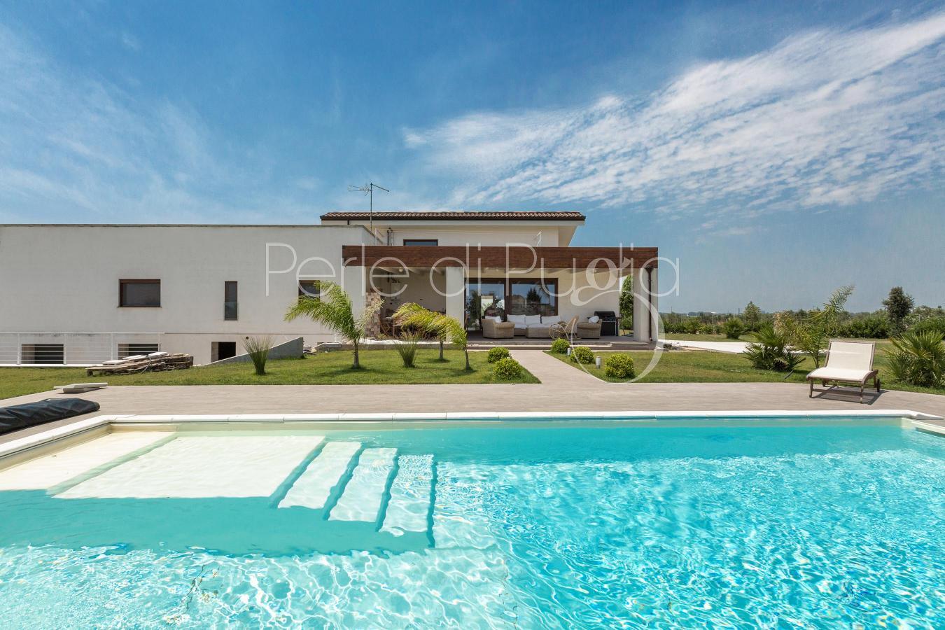 Perle di puglia affitto ville e case di lusso in puglia for Belle case con piscine