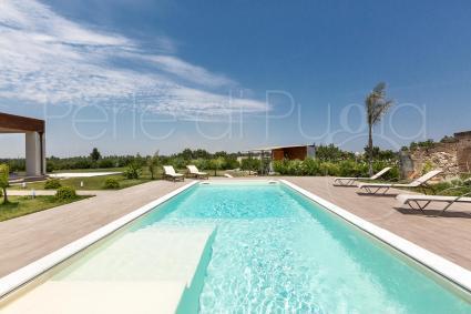 la piscina e la zona relax