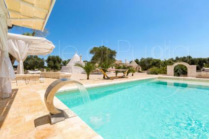 Complex of trulli with swimming pool and internet for holidays in Puglia