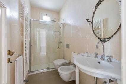 Il bagno doccia della camera in b&b che ospita da 2 a 4 persone