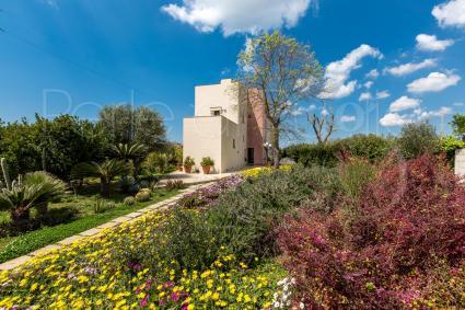 Il Villino è una casa vacanze moderna, nel verde, completamente indipendente dalla dependance