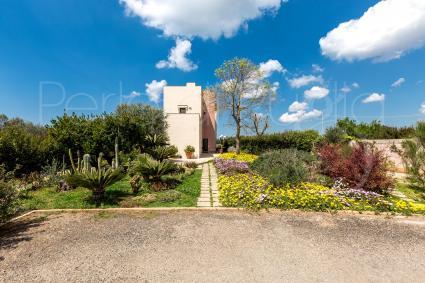 La dependance della villa in affitto a Baia Verde si trova al primo piano