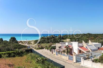 La villetta di Riva del Conte a Punta Prosciutto, a due passi dalla spiaggia, vista drone