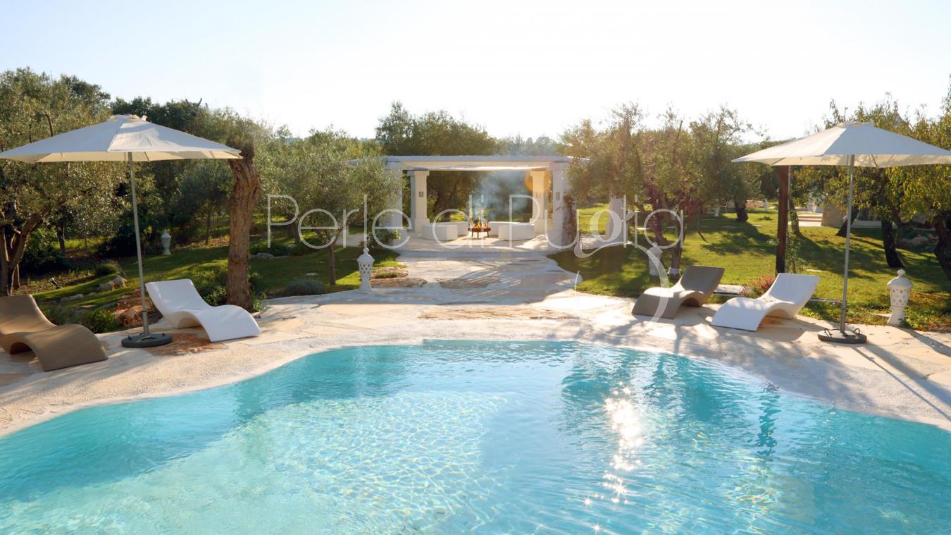 Trulli di lusso con piscina esclusiva e giardino a monopoli for Piscina wspace bari