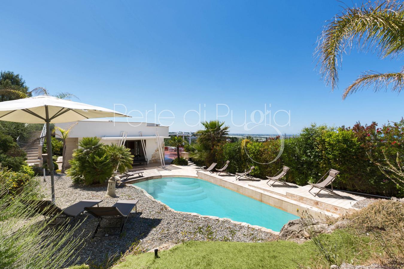 Villa di lusso con piscina e vista mare a polignano for Abitazioni di lusso