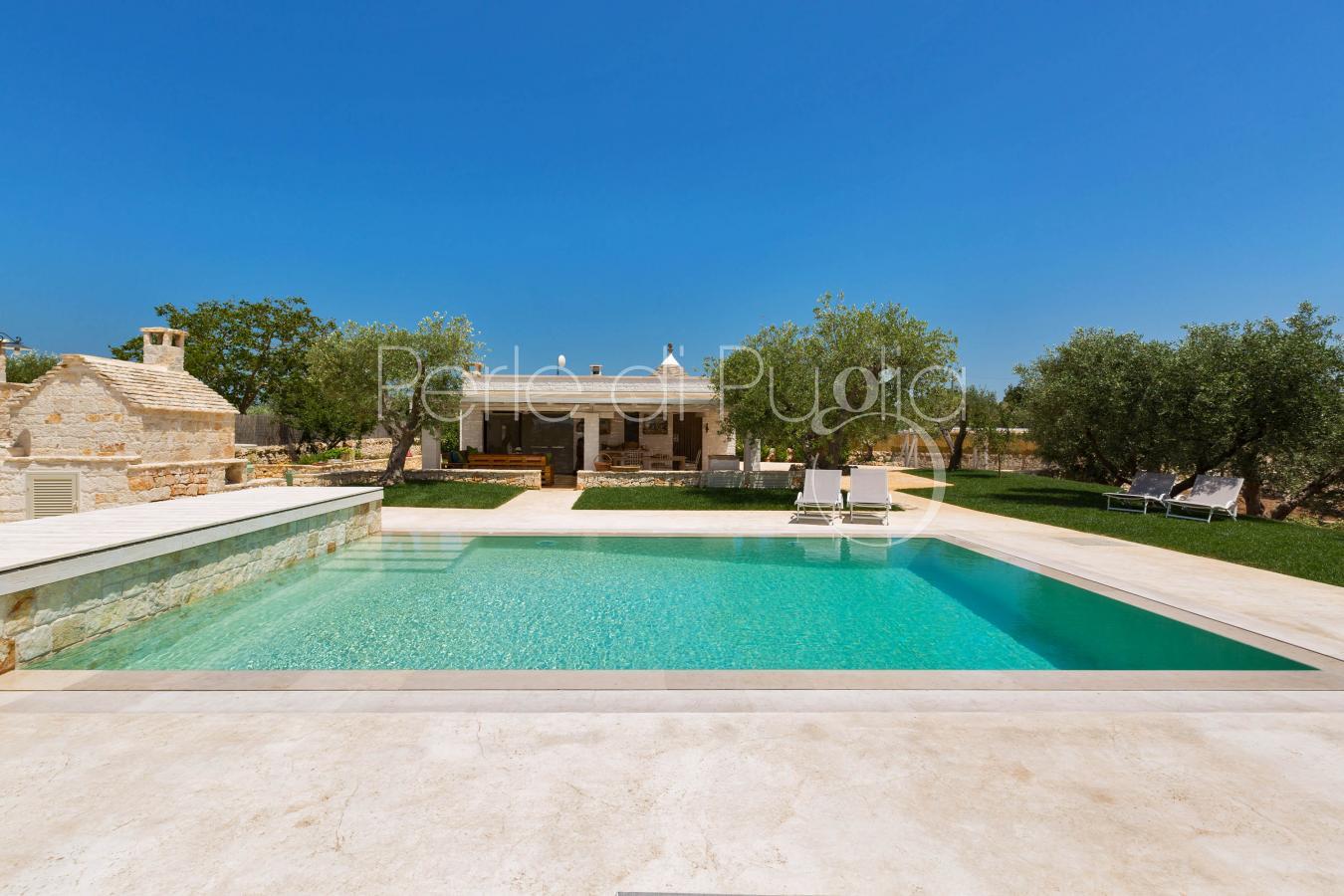 Vacanze con piscina e wine tourism ad alberobello trulli for Piscina wspace bari
