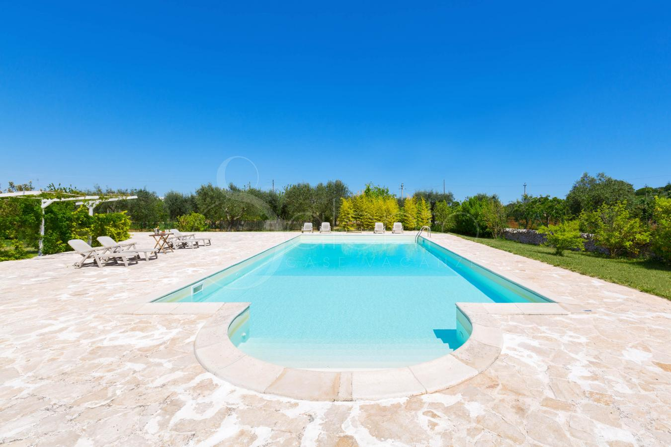 Trulli con piscina per vacanze in puglia ad alberobello for Bed and breakfast area riservata
