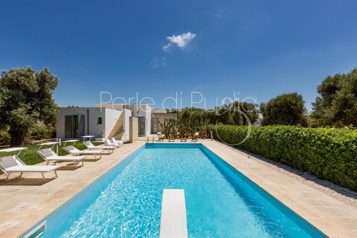 Villa di lusso con piscina villa torre guaceto for Nuove case con suite suocera