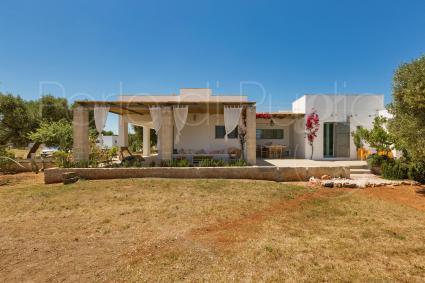 La bella villa di design con piscina è ideale per vacanze in Puglia