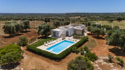 Villa Torre Guaceto a Carovigno, per vacanze in Puglia, vista drone