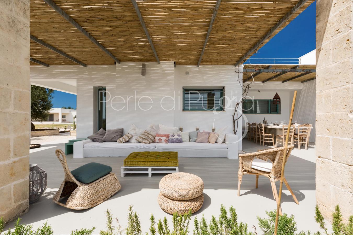 Villa di lusso con piscina villa torre guaceto for Immagini di entrate di ville