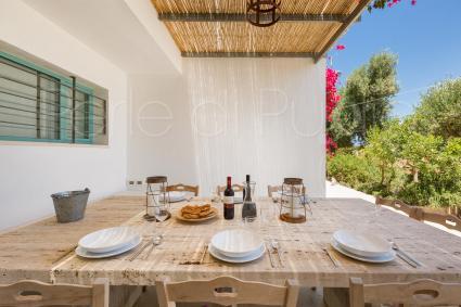 Il pranzo all`aperto, nella bella tenuta di Villa Torre Guaceto
