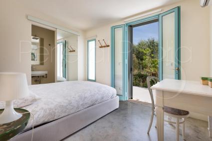 La camera matrimoniale 3 con bagno en suite e uscita diretta in giardino