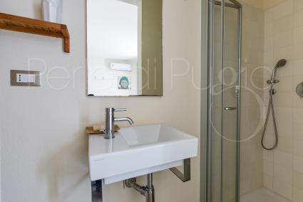 Il bagno doccia en suite della camera matrimoniale 3