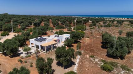 Villa Torre Guaceto si trova a soli 3 km dal mare, vista drone