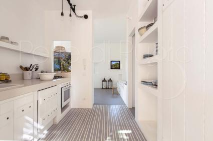 The kitchenette is equipped with all the accessories
