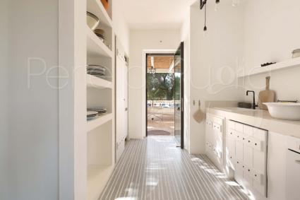 Dal cucinino, accesso diretto all`esterno ombreggiato