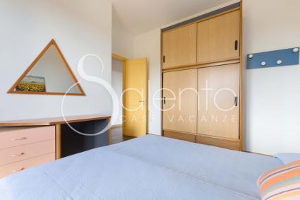 La camera da letto della casa vacanze nel Salento, a pochi chilometri dal mare