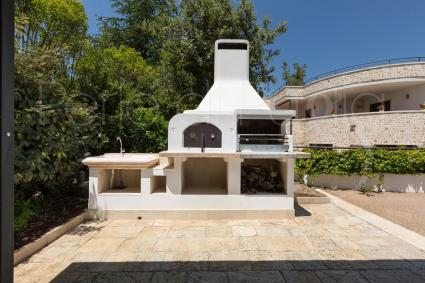 Wood-burning oven, barbecue and outdoor sink