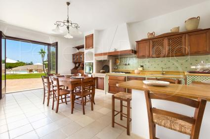 The habitable and super-equipped kitchen with access to the garden