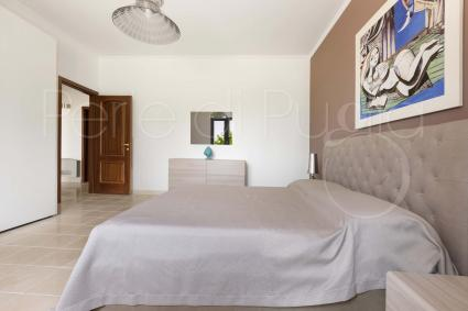The sleeping area consists of 4 bedrooms: 3 double bedrooms and 1 twin bedroom