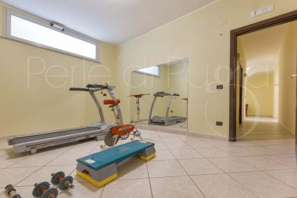 The small gym of the villa for rent near Gallipoli
