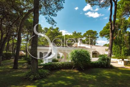 Luxury villa for rent in a complex, 200 meters away from the beach of Ginosa