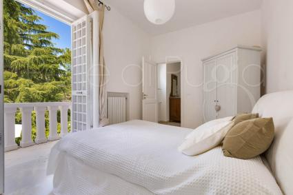 Double bedroom with balcony with view on the garden