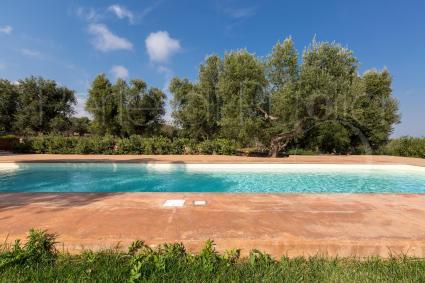A due minuti dal mare, la villa offre la possibilità di scegliere dove farsi una nuotata