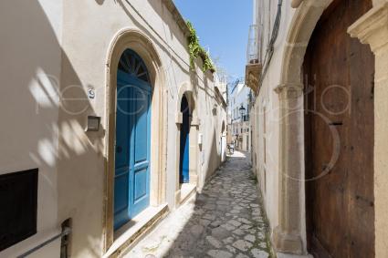 Le vie del centro storico di Otranto, tra i borghi più belli d`Italia