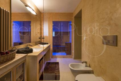 The en suite chromotherapy sauna is an exclusive and prestigious accessory