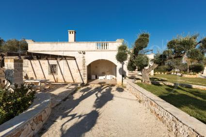 La villa è formata da due appartamenti autonomi e indipendenti, adiacenti