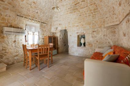 Le volte del soggiorno trasudano storia e armonia architettonica