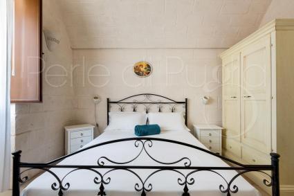 La camera da letto è una matrimoniale completa di tv