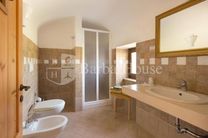 Room 1, like all other 8 rooms, has an en suite shower room