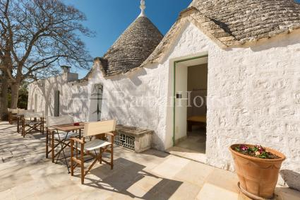 Double room in trullo with pool to spend a vacation in Valle d`Itria