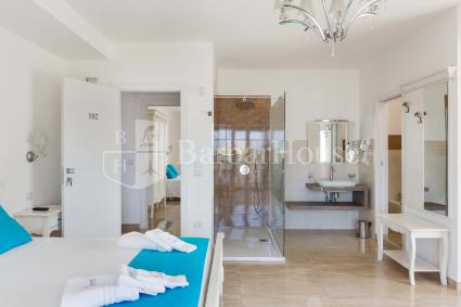 Suite Deluxe Matrimoniale 102 -Internet wi-fi, a secured parking space and breakfast