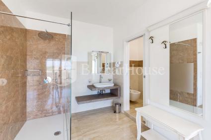 Suite Deluxe Matrimoniale 102 -The room has an en suite bathroom
